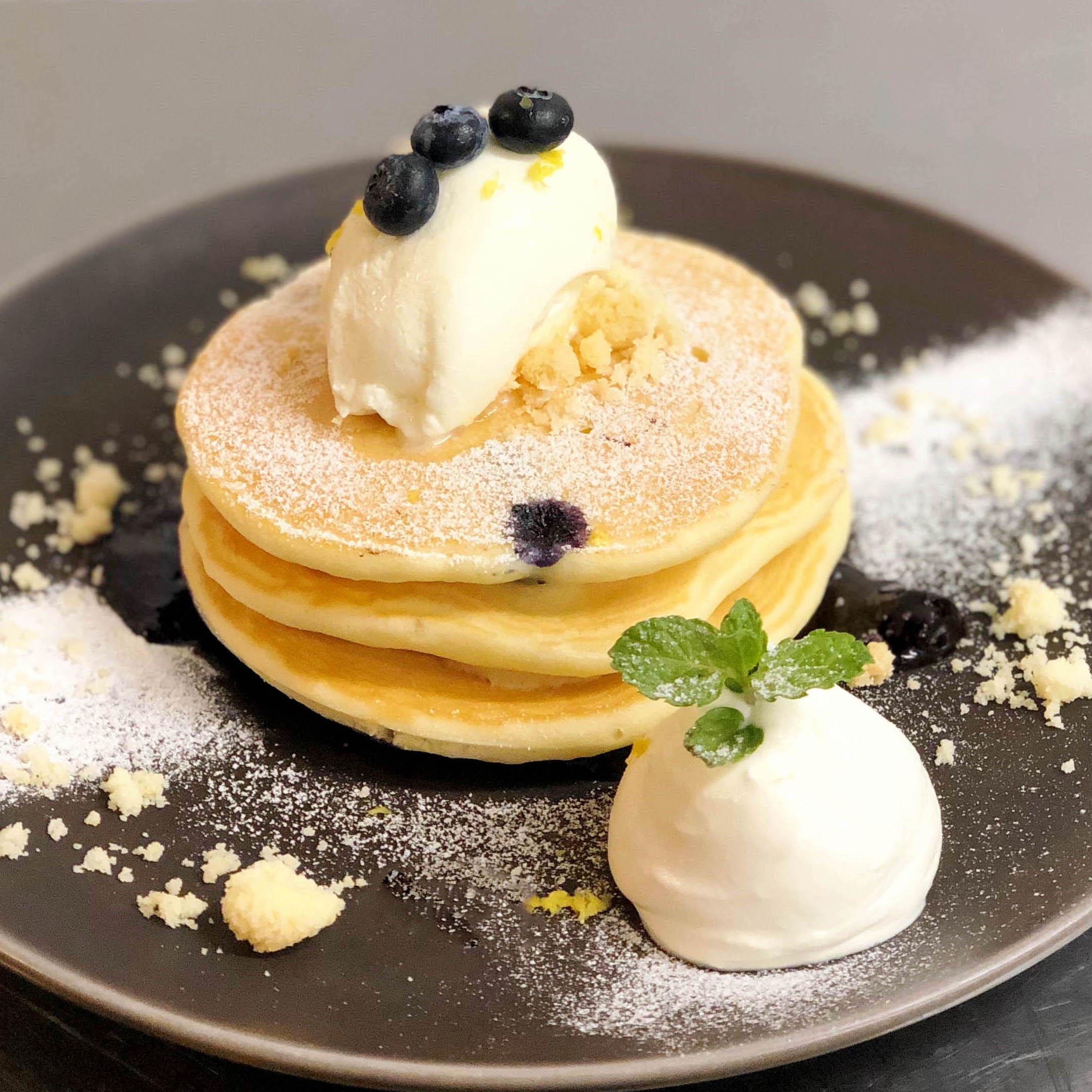 【夏期限定】レアチーズムースともっちりブルーベリーパンケーキ